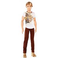 Barbie Кен модник с коричневыми джинсами и белой футболкой Ken Fashionistas Doll with Brown Jeans and White Tee