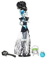 Monster High Френки Штейн из серии Маскарад Ghouls Rule Frankie Stein Doll