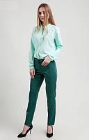 Стильные зеленые брюки средней посадки хорошего качества