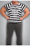 Мужская футболка в черно-белую полоску