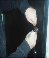 Вскрытие металлических и деревянных дверей без повреждений в  Днепропетровске