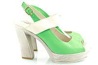 Босоножки белые зеленые на каблуке