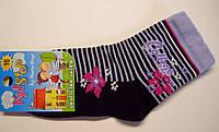Носки для девочки темно-синего цвета в цветы и полоску
