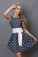 Красивое женское платье в белый горох