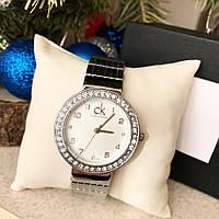 Женские наручные часы с камнями (расцветки)
