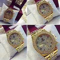 Женские очень красивые часы с камнями