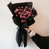 7 роз в стильной крафтовой бумаге