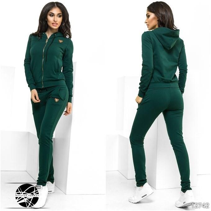 Зеленый спортивный костюм женский