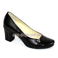 Классические женские туфли на устойчивом каблуке из натуральной кожи и лаковой кожи