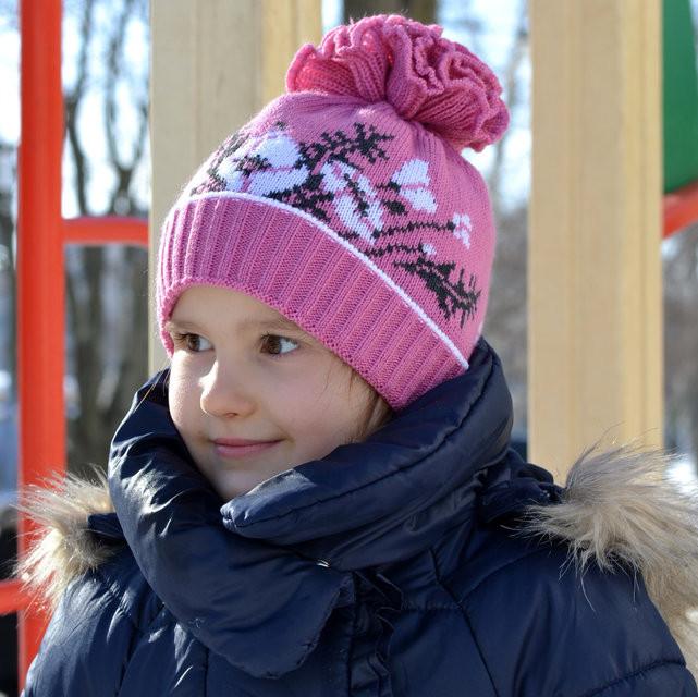 Весенняя шапка вязанная для девочки