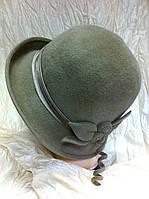 Фетровая шляпа с полями завернутыми вверх