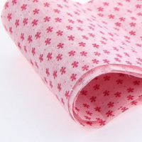 Ткань Нежно-розовая в мелкий красный цветочек 50х50 см