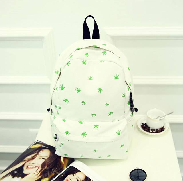 Молодежный рюкзак в листиках конопли