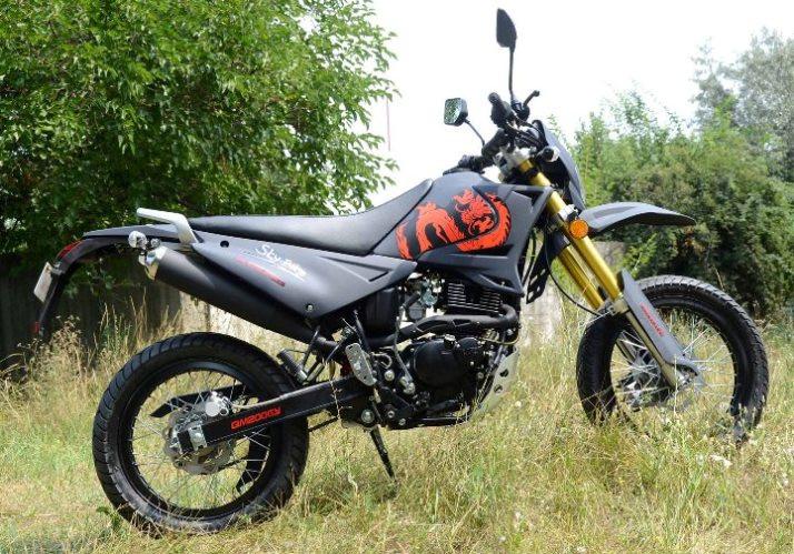 Мотоцикл Qingqi Blade 200