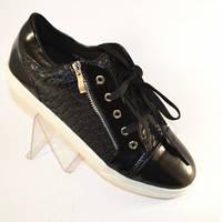 Недорогая спортивная обувь .