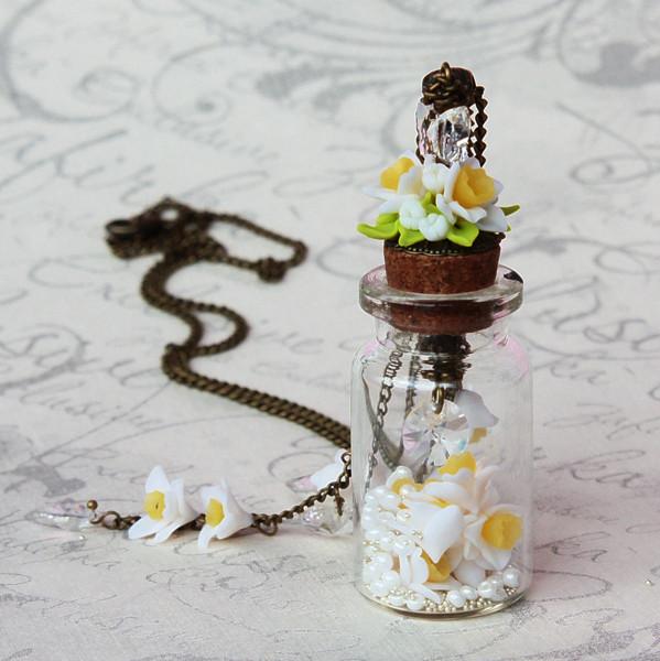 Ожерелье со стеклянным флакончиком