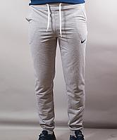 Мужские спортивные штаны на манжетах Nike по выгодным ценам