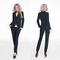 Женский деловой черный брючный костюм на пуговицах