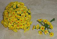 Бутоньерка мини-ромашки желтой ткань 10 шт 1 см