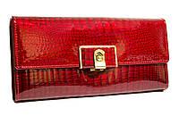 Стильный женский кошелек BETH CAT с замочком выполнен из натуральной лакированной кожи в красном цвете.
