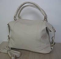 Удобная  женская сумка с короткими ручками белого цвета .