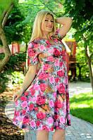 Женское  платье с ярким принтом и  широким втачным  поясом и горловиной с запахом.