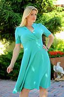 Женское однотонное платье с  широким втачным  поясом и горловиной с запахом.