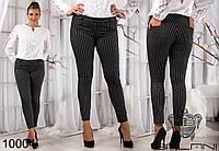 Женские укороченные брюки с карманами, декорированы принтом.
