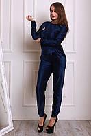 Брючный женский костюм из бархата синий