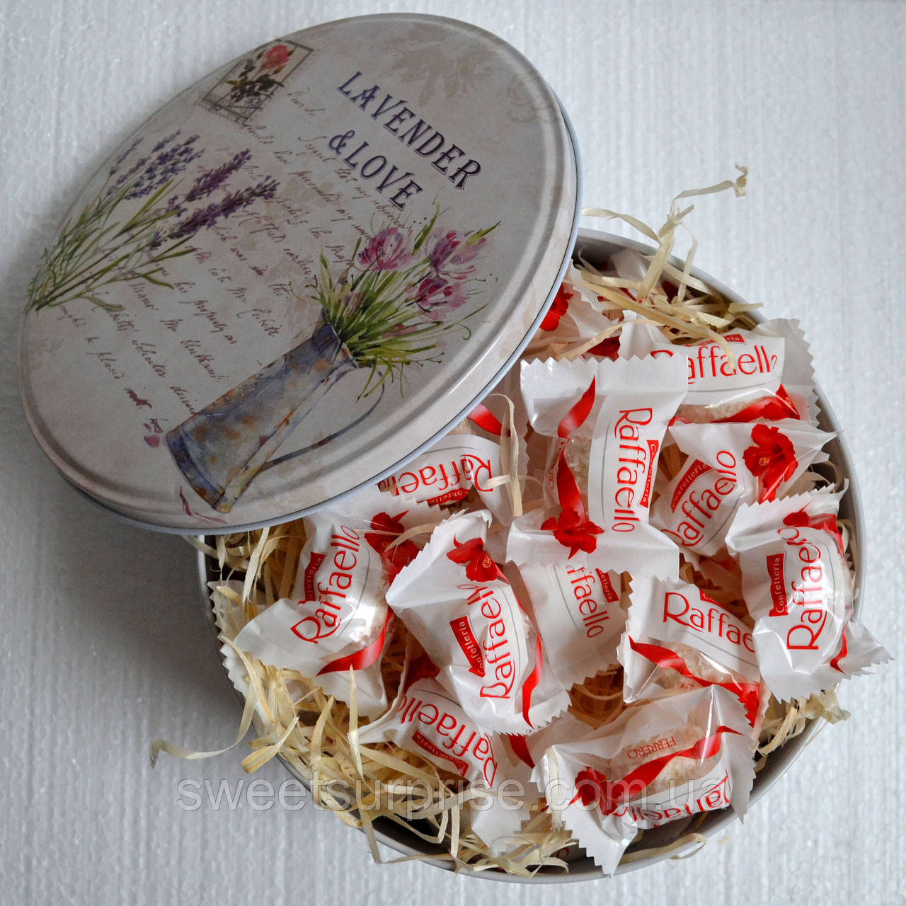 """Конфеты """"Raffaello"""" в подарочной коробке"""