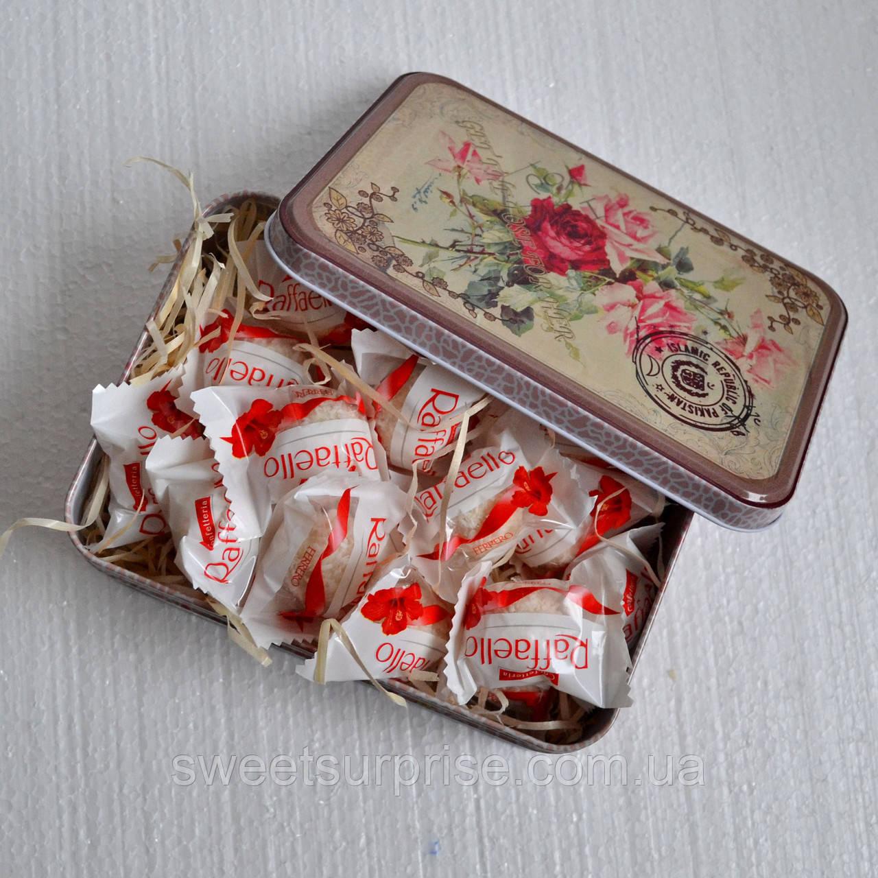 Подарочная коробка с конфетами для подруги
