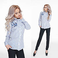 Модная женская рубашка с длинным рукавом из креп-шифона декорировано аппликацией-вышивка.Принт белый с синим.