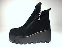 Зимние натуральные ботинки из натуральной замши на высокой подошве