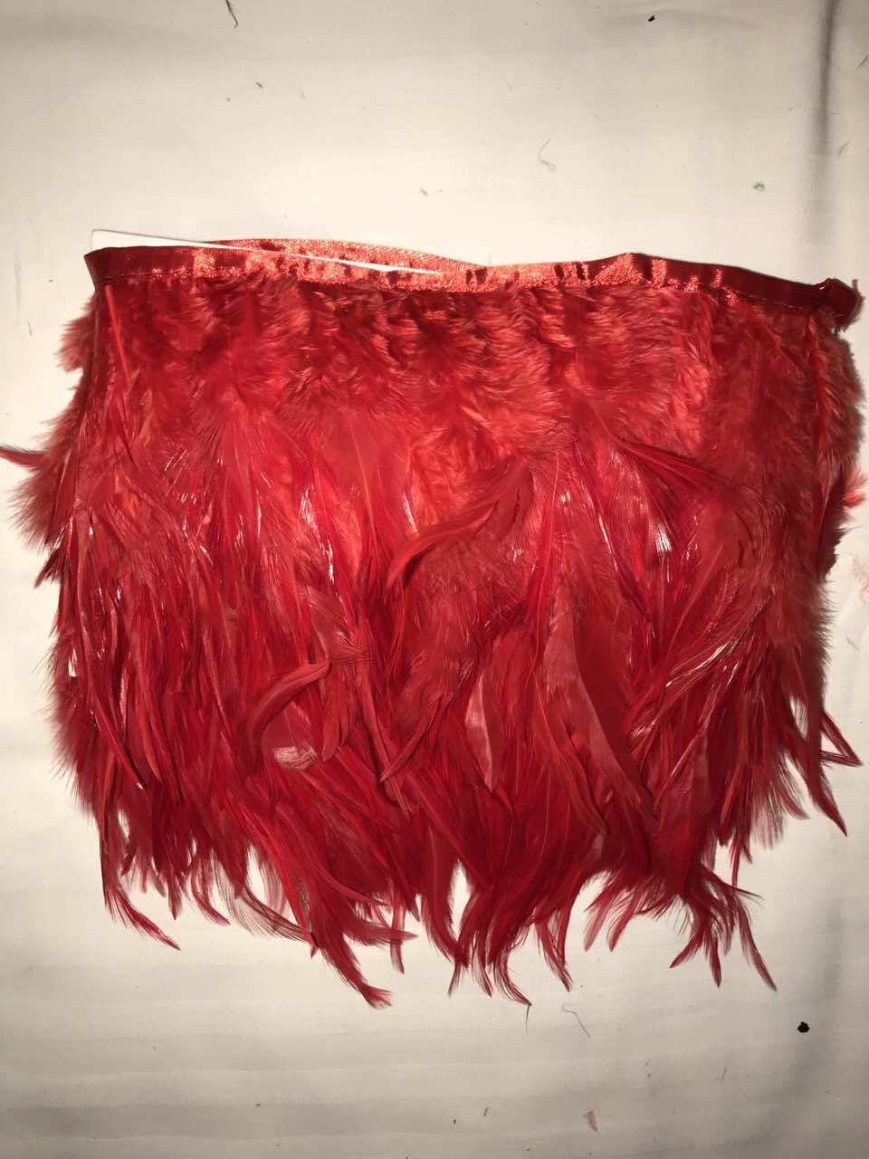 Перьевая тесьма из перьев петуха.Цвет красный.Цена за 0,5м
