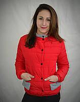 Красивая короткая женская куртка красного цвета