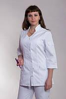 Медицинский белый костюм на пуговицах