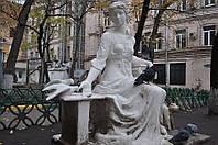 Скульптура девушки из мрамора
