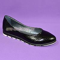 """Туфли  женские черные, из натуральной кожи с теснением """"питон"""", на утолщенной подошве. 37 размер"""