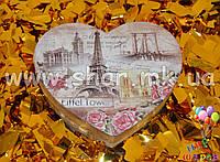 Подарочная коробочка в виде сердца с изображением Эйфелевой башни