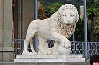Лев из мрамора