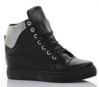 Удобные сникерсы на шнурках