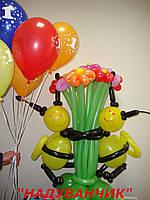 Букет ромашок з бджілками