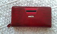 Женский кошелек кожаный лаковый красный фирмы АКА Deri