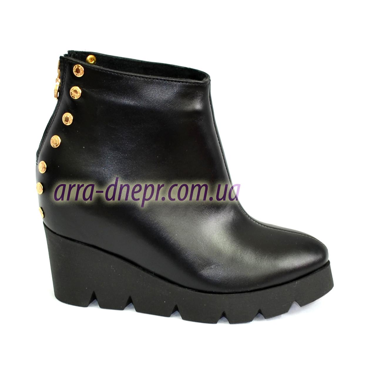 78c13313a Стильные женские ботинки на платформе из натуральной кожи черного цвета.  Демисезонные.