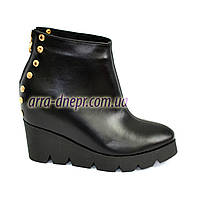 Стильные женские ботинки на платформе из натуральной кожи черного цвета. Зимний вариант
