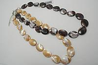 Ожерелье из перламутра цветного
