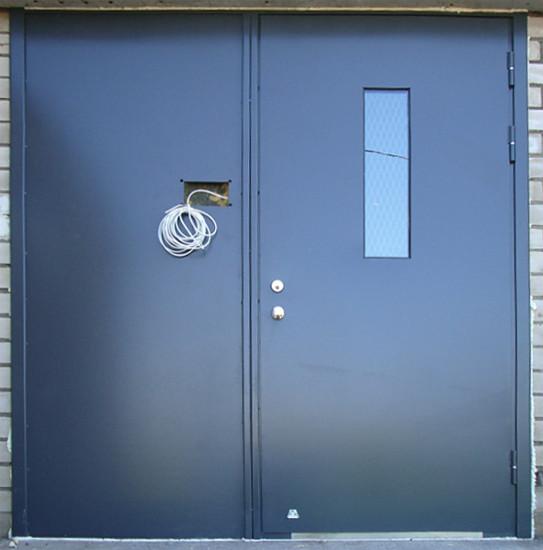 Двери в подъезд металлические