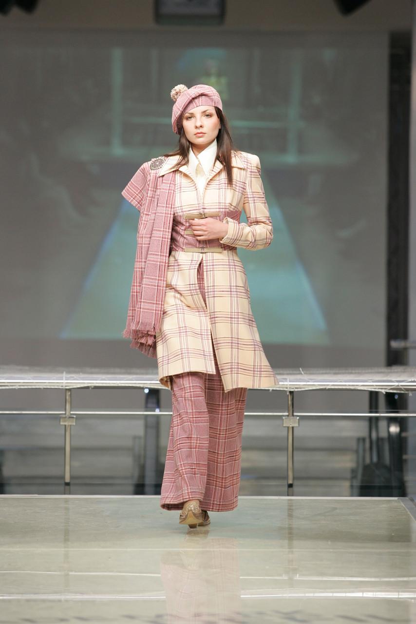 Пальто розовое в клетку с брюками арт.007