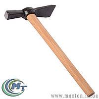 Молоток-кирка с деревянной ручкой