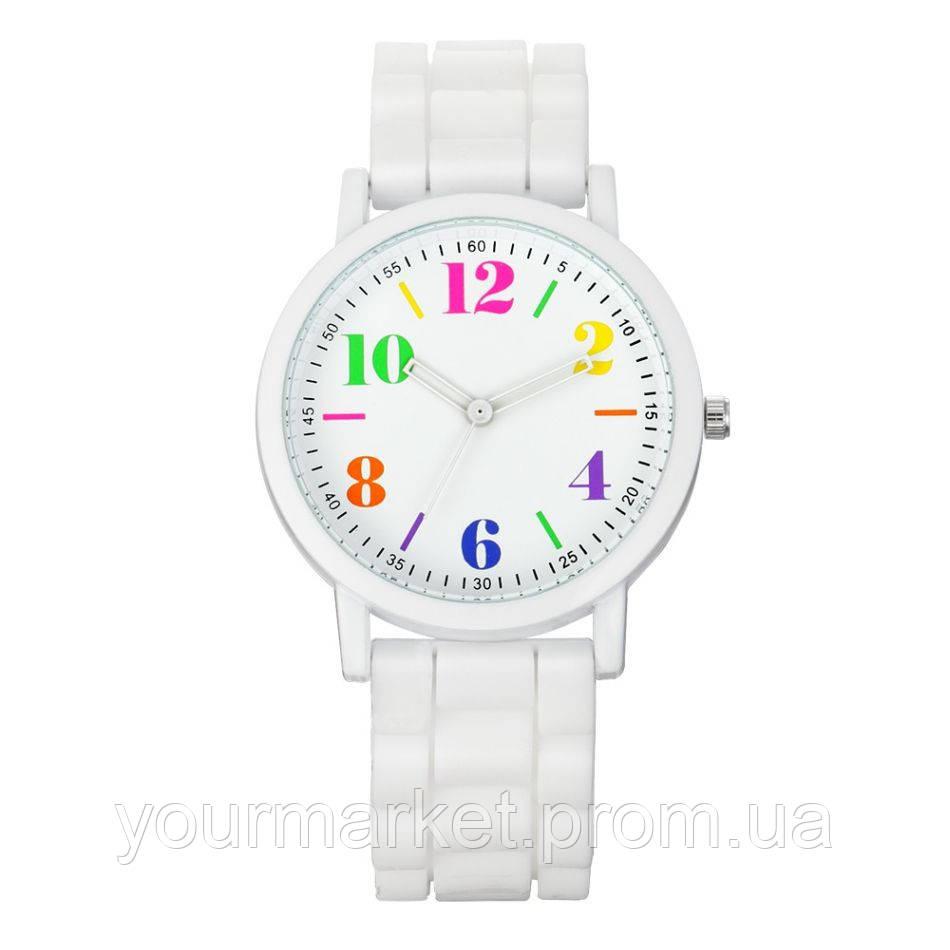 Наручные часы на силиконовом ремешке белые с разноцветными цифрами